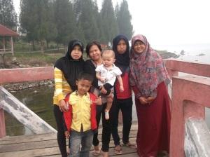 tante, kakak ipar dan adek nya.. :)